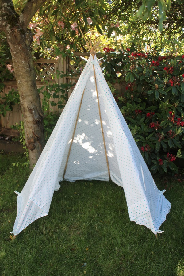 Teepee. IMG 8611 & Super Simple 5 Minute Backyard Teepee - Mama.Papa.Bubba.