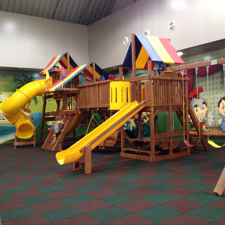 Saveco indoor play area mama papa bubba for Inside play areas