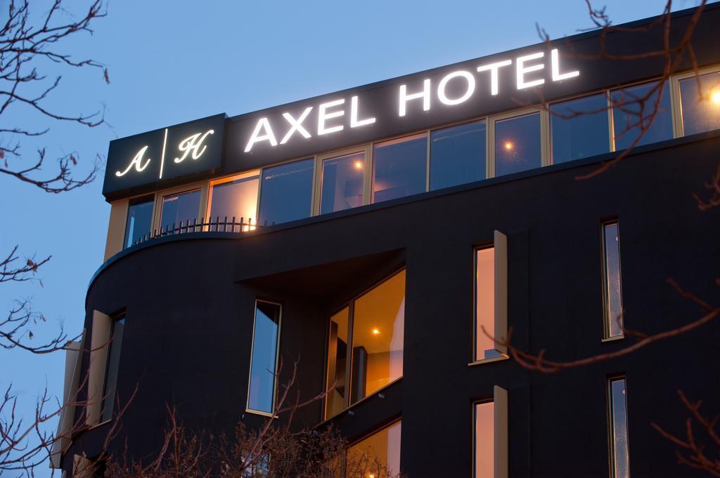 Large_axel_berlin_6010