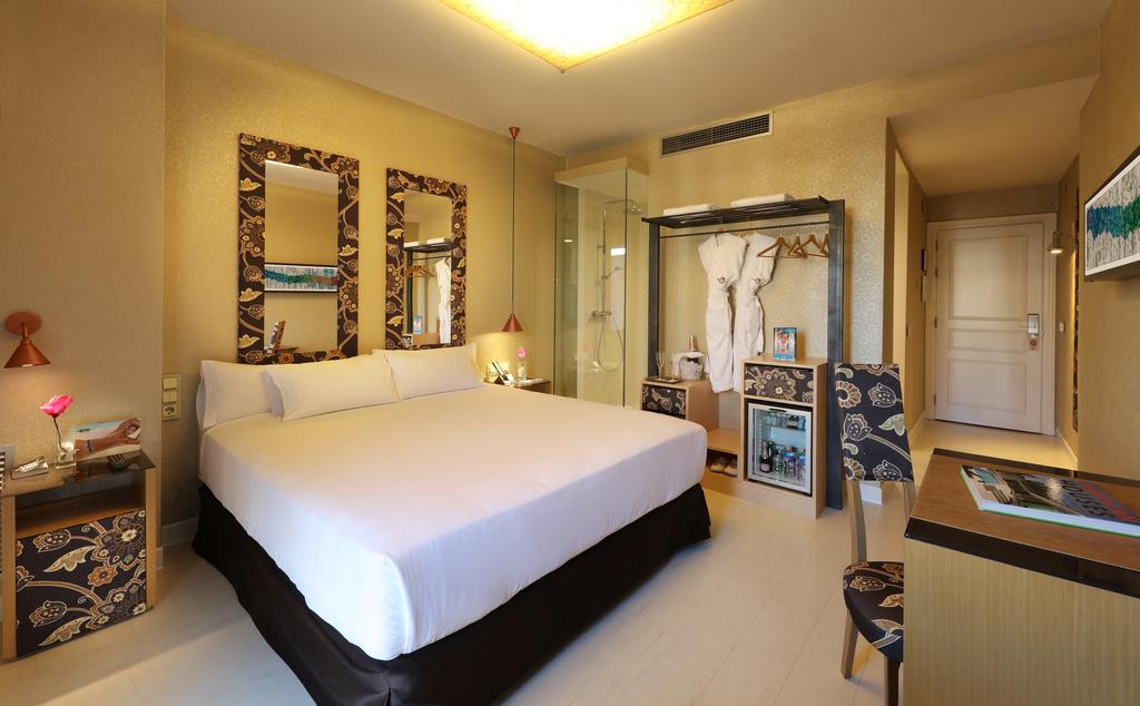 Large_axel_hotel_barcelona_(8)