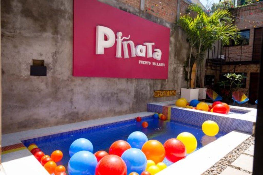 Large_pinata_133