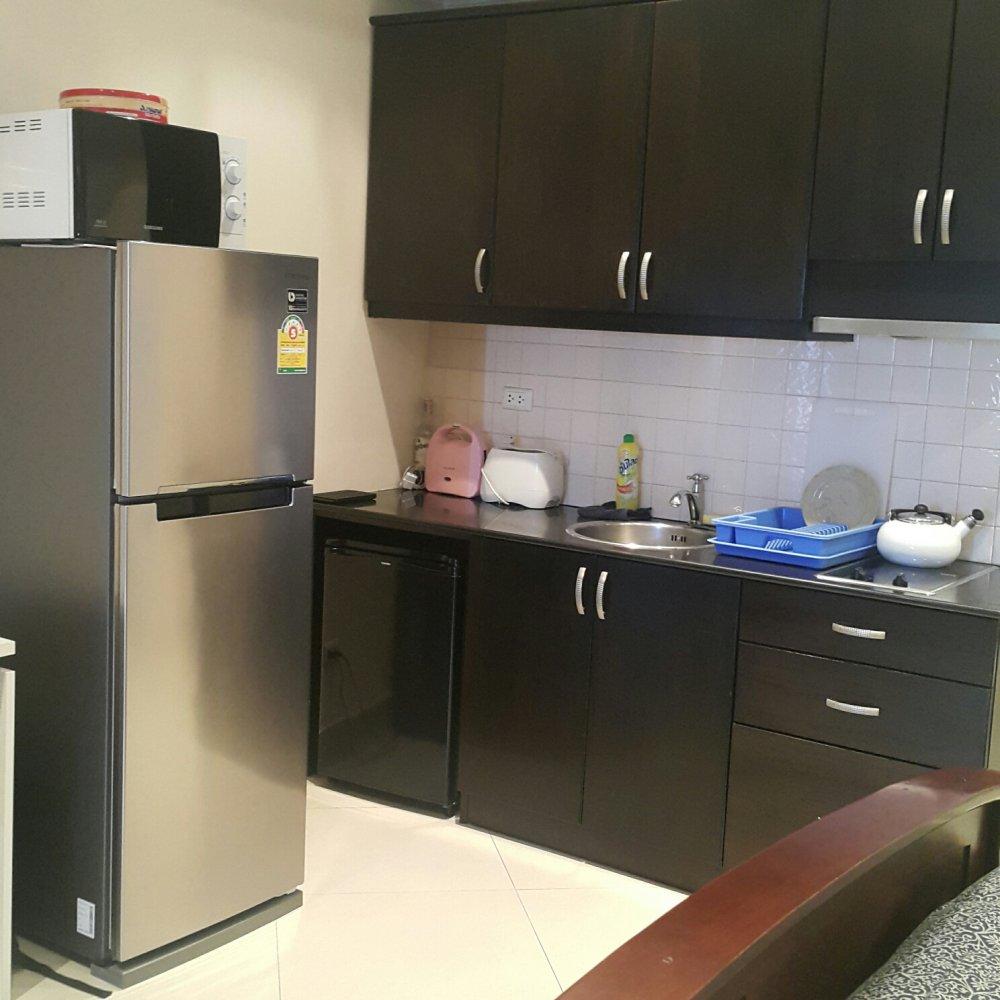 view-talay-6-condo-kitchen.thumb.jpg.6a661a20603143c6eb3b7ad3cc16317b.jpg