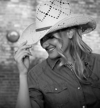 Rebecca Silvestri, Plano Profile