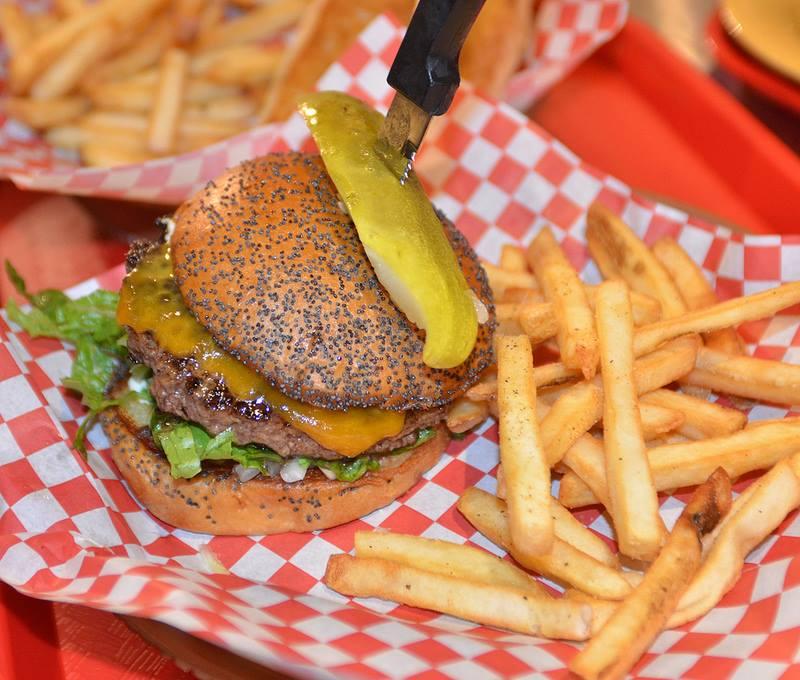 chips-hamburgers-plano-burgers