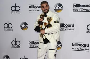 Drake at the 2017 Billboard Music Awards