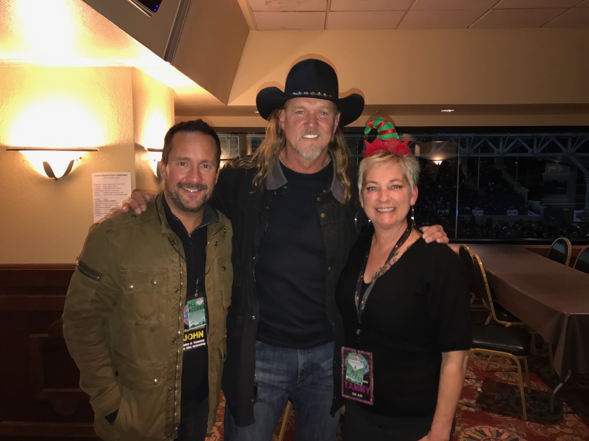 Backstage at countryfest christmas with trace adkins kson fm 1037 kristyandbryce Choice Image