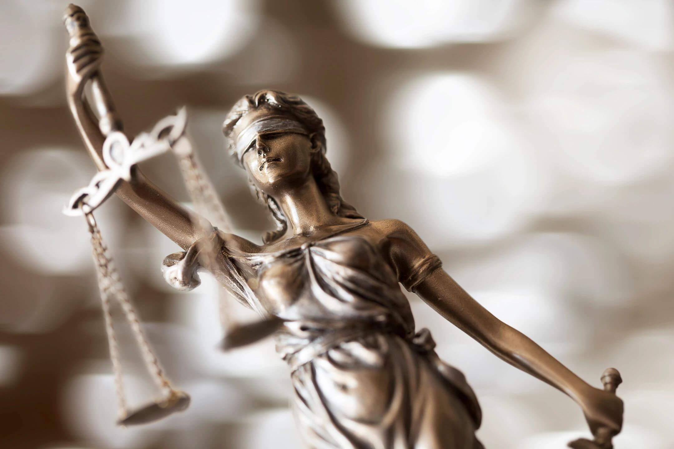Public Defender vs. Paid Attorney