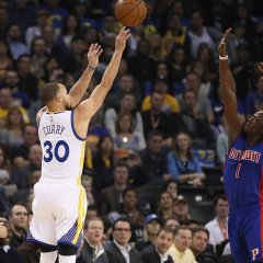 Warriors flip switch at half, pull away from Pistons