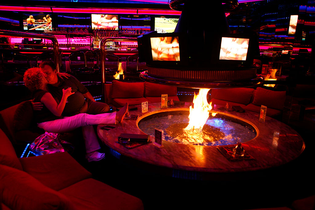 The Peppermill restaurant is a favorite among locals and regular tourists to the Las Vegas strip. The restaurant is known for large portions of food, and a warm bar called the Fireside Lounge where a giant firepit adorned with video screens entertains. | Photo: Getty