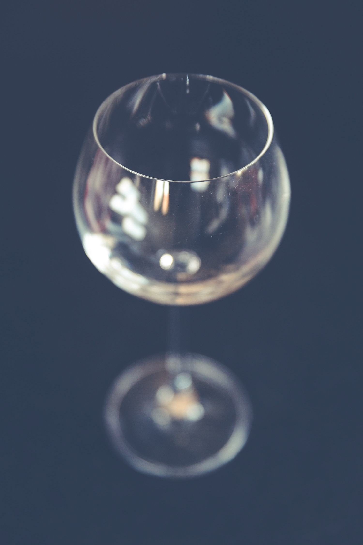 taste wine, how to taste wine, wine tasting, wine glass, The Press