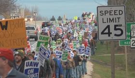 kohler-strike-workers-picket