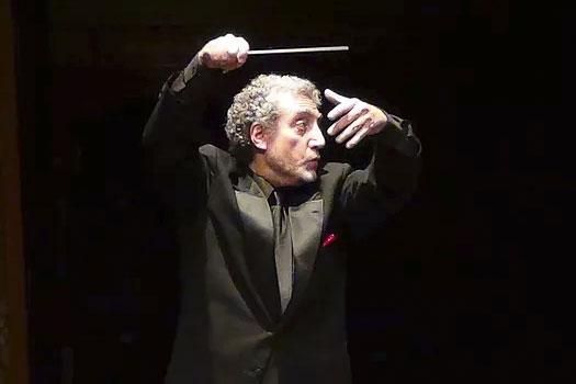 Paul Phillips conducting music