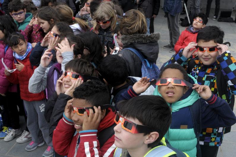 Children watching eclipse