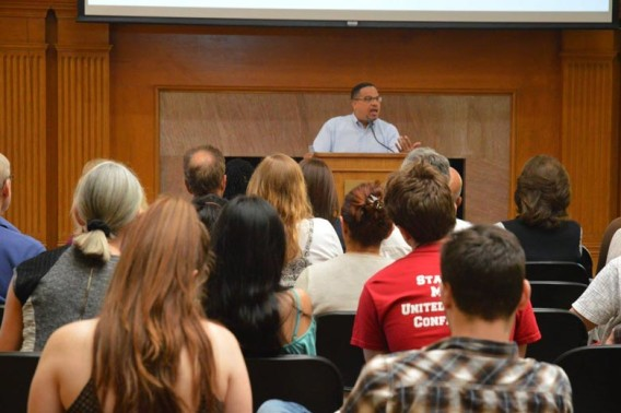 Congressman Keith Ellison (D-MN) visited Stanford on April 17 as part of the Abbasi Program in Islamic Studies' Islam in America series. (Photo credit: Orit Mohamed).