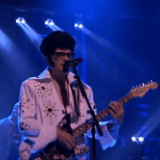 Weezer's Rivers Cuomo, Dressed As Elvis, Is 'King Of the World' On 'Fallon'
