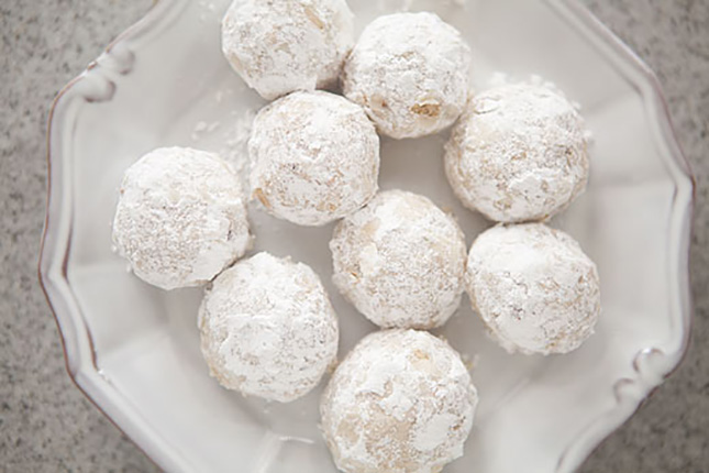 18. Walnut Snowball Cookies : Here's another Christmas cookie recipe ...