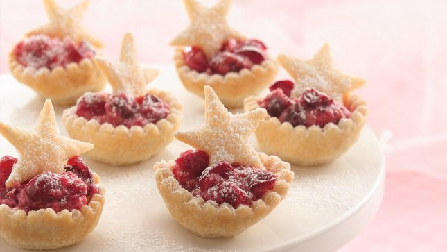16. Cranberry Mousse Tarts : We can't get over the mini pastry puff ...