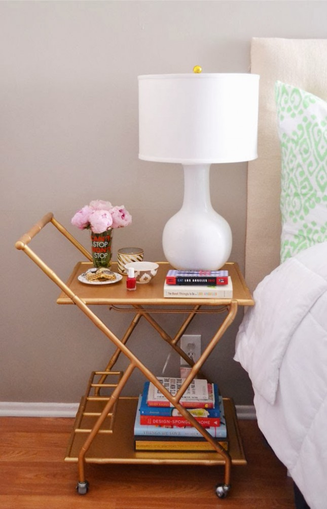 30 ways to style your bedside table brit co for Creative nightstands