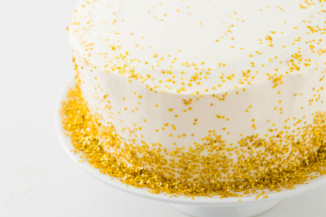 Cake Decorating Gold Sprinkles : Epic Gold Cake Alert! Presenting Our Gold Confetti ...