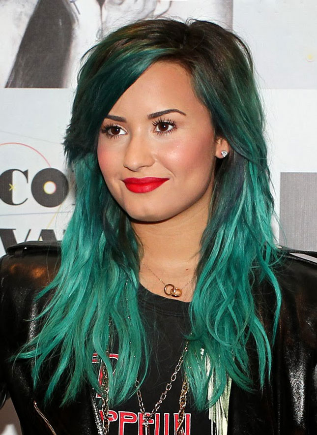 Green-Blue : Demi really does make green hair look pretty. Her ...