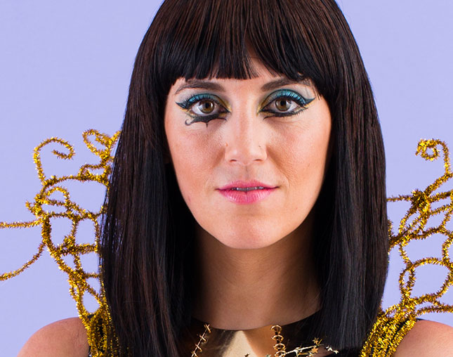 how to diy katy perry�s �dark horse� makeup look for