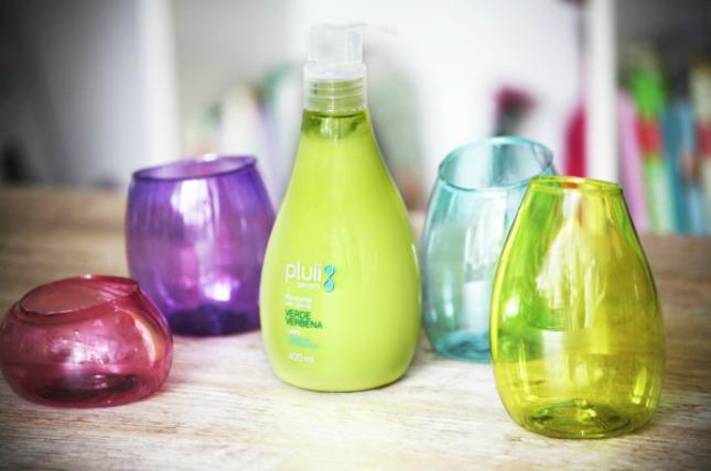 10 super smart makeup storage solutions brit co for Pretty plastic bottles