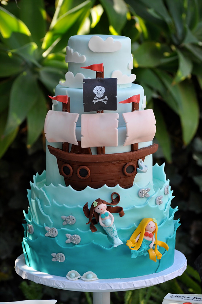 Pirates and Mermaids : A boy/girl cake doesn't always have to be ...