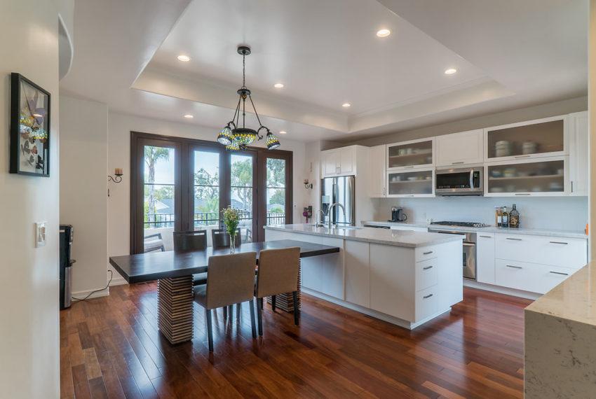 340Viacolusa-kitchen-3