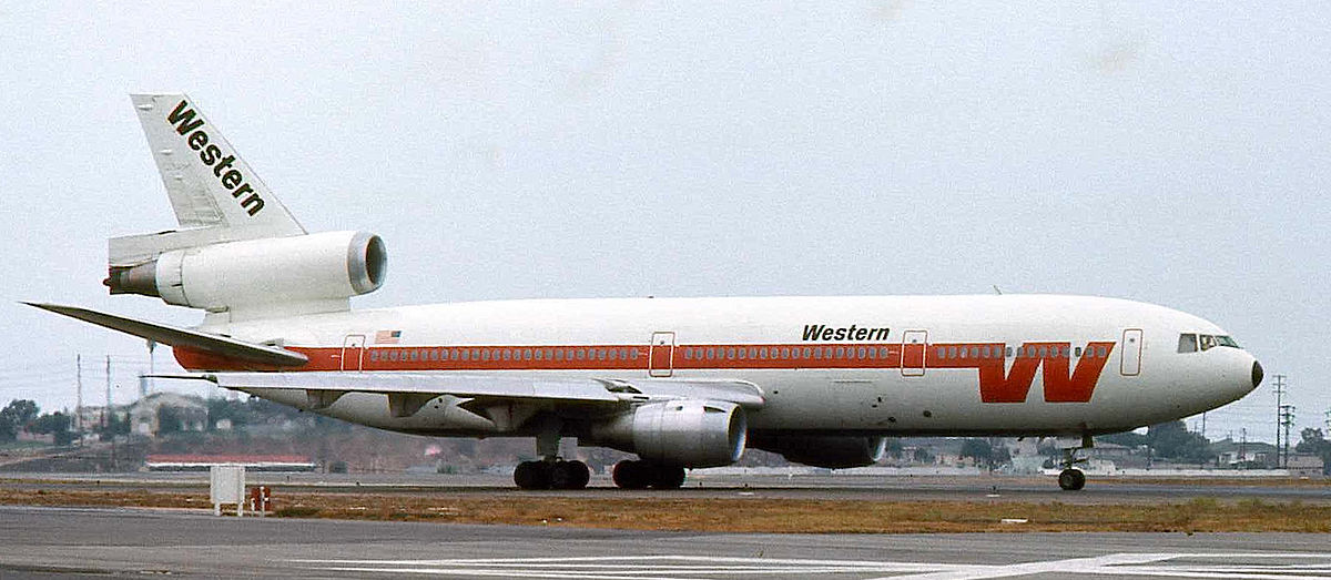 Western_Airlines_DC-10_1_Tilt_Corrected