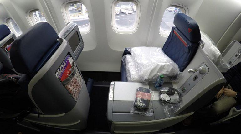 deltaONE 767 premium