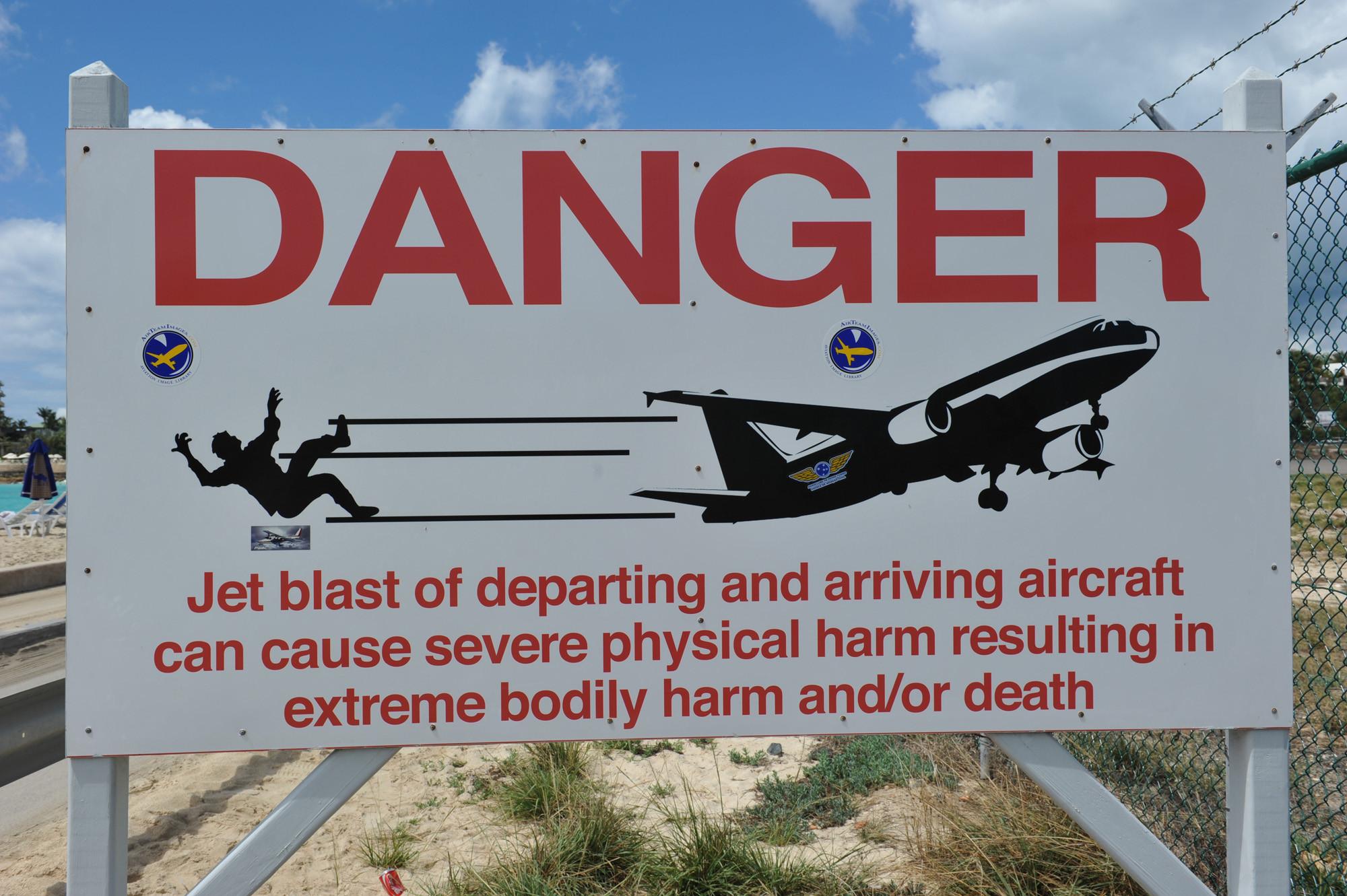 maho beach warning