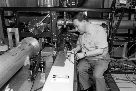photo of Ronald Drever in the lab
