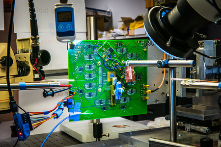 A photo of the optical phased array that could be the basis for a lenseless camera.