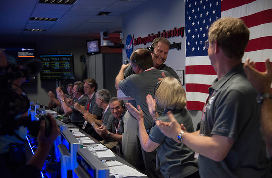 photo of Juno team celebrating at JPL