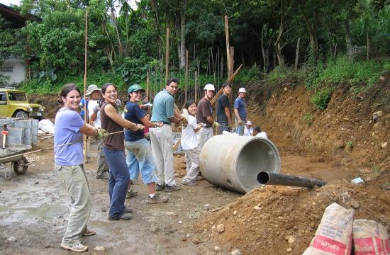 Caltech Y students volunteering in Costa Rica on Alternative Spring Break