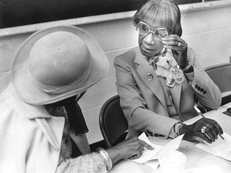 Shirley Chisholm speaking with a Bennett College student in 1985/Photo Credit: News & Record 1985 File