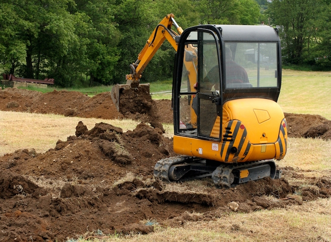 When and How to Use a Mini Excavator | BigRentz