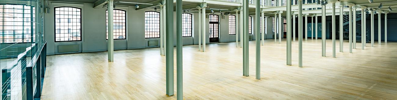 large room wood floor pillars