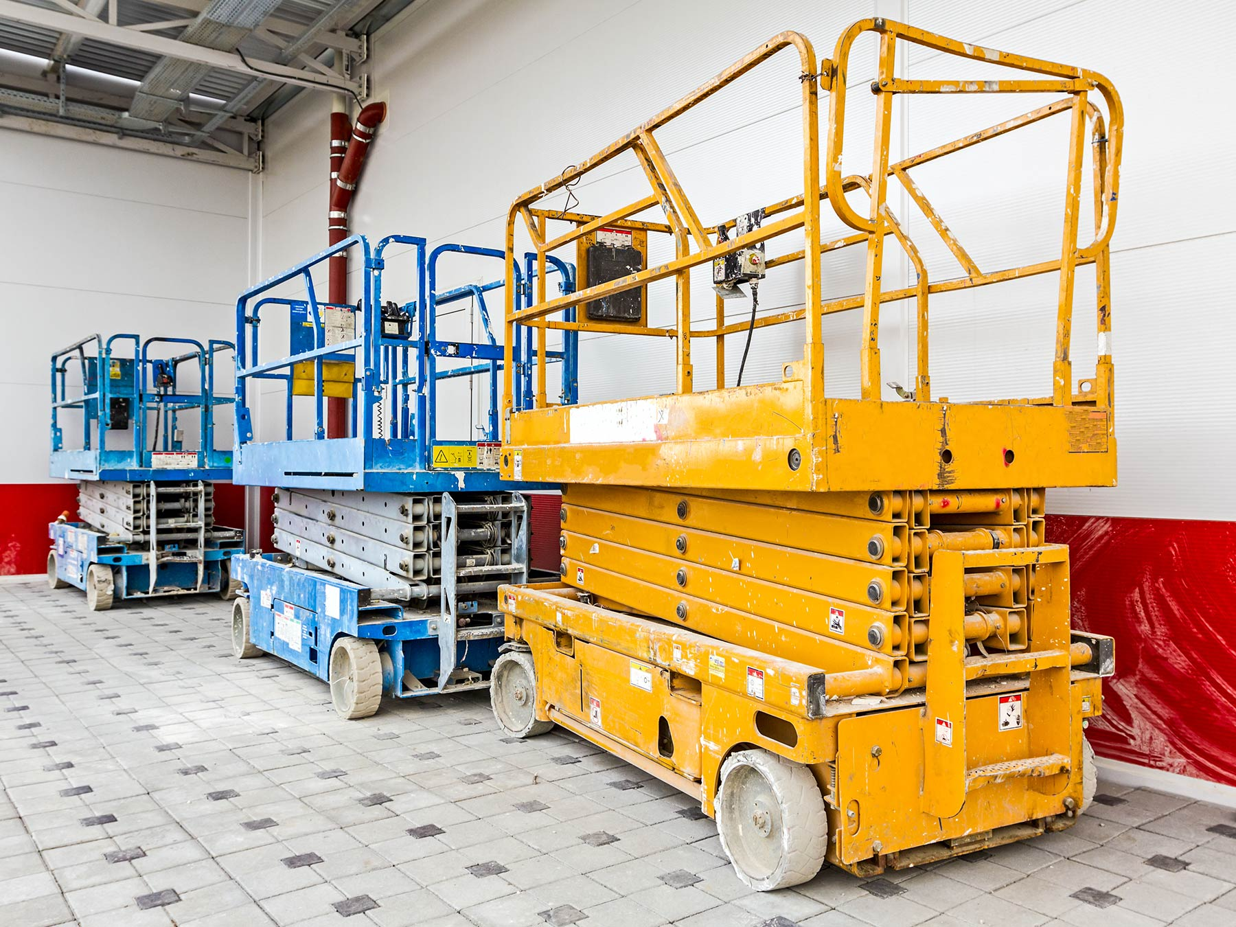 5 Types of Scissor Lifts & Their Uses in Construction