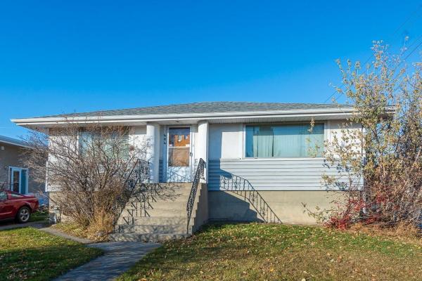 404 54 AV SW, Calgary