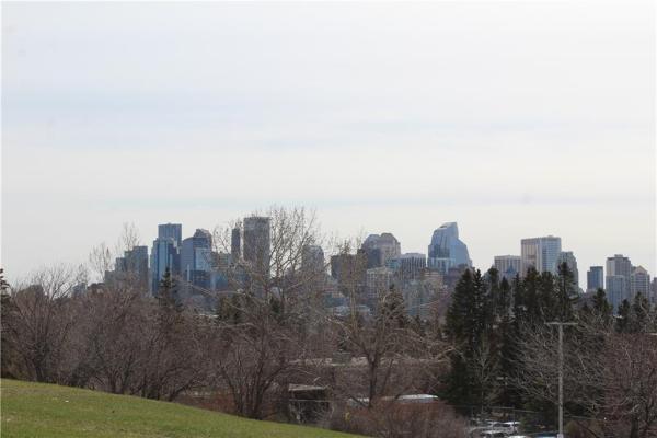 1819 11 AV NW, Calgary