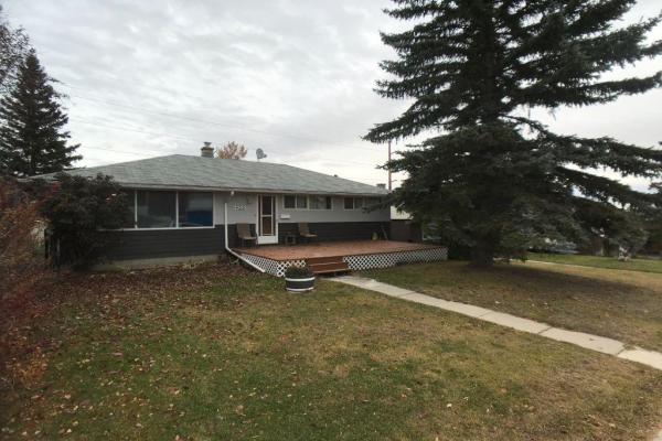 422 32 AV NE, Calgary