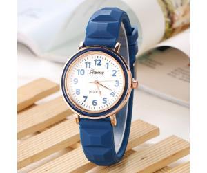 ساعة نسائية من جينيفا بسوار من السلكون اللون ازرق