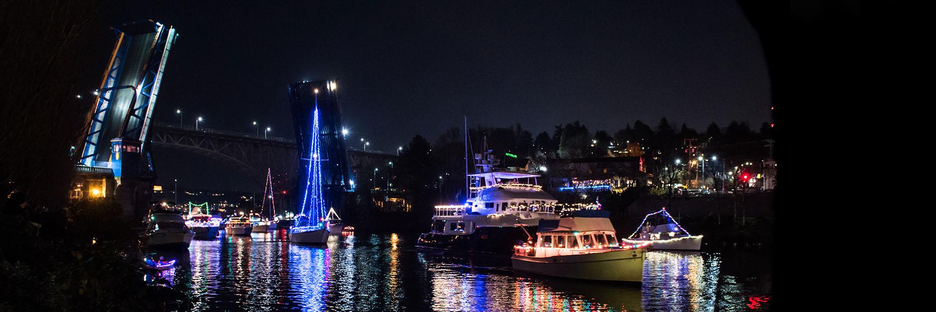 Christmas Ship™ Parade of Boats   Argosy Cruises