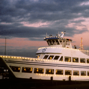 1987: The vessel Spirit of Seattle joins the fleet and becomes the new official Christmas Ship™