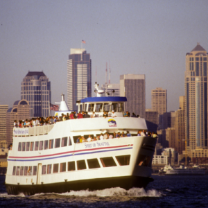 1990: The Harbor Cruise begins to operate year-round