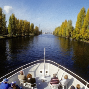 1992: The Locks Cruise begins to operate year-round.