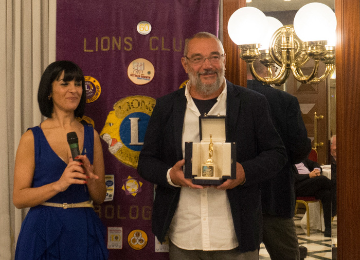 The lawyer Michelina Suriano, President of Lions Club Bologna in 2019, awarded Andrea Benetti