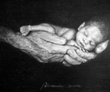 Bambino nelle mani