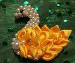 Spilla Cigno di perline e nastro